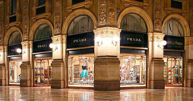 46d9d6c095eb Шопингом можно заняться в Милане, Риме, Венеции, Римини, Флоренции. Можно  найти крупнейшие дизайнерские бренды  Chanel, Hermes, Gucci, Missoni,  Prada, ...